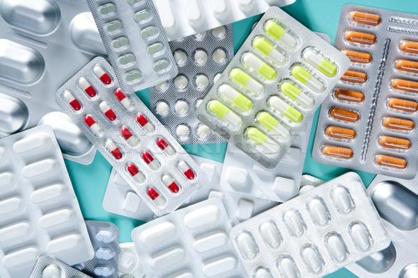 Medische pillen groene bureau farmaceutische industrie Stockfoto © lunamarina