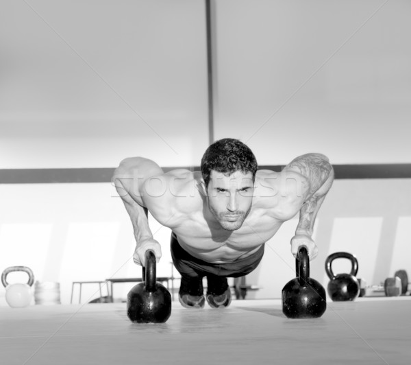 Gymnase homme exercice crossfit Photo stock © lunamarina