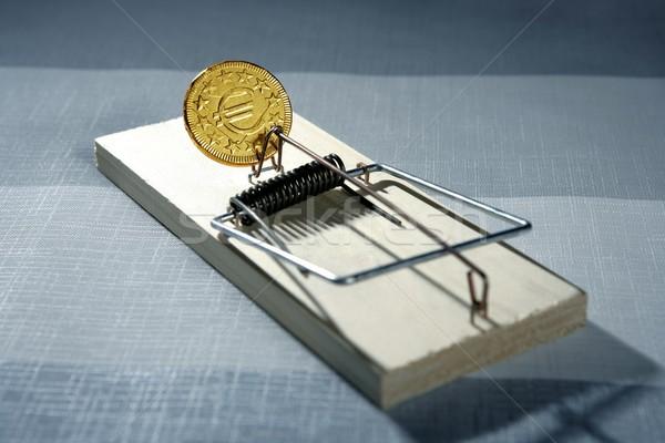 Crédito dinheiro mouse armadilha euro moeda Foto stock © lunamarina