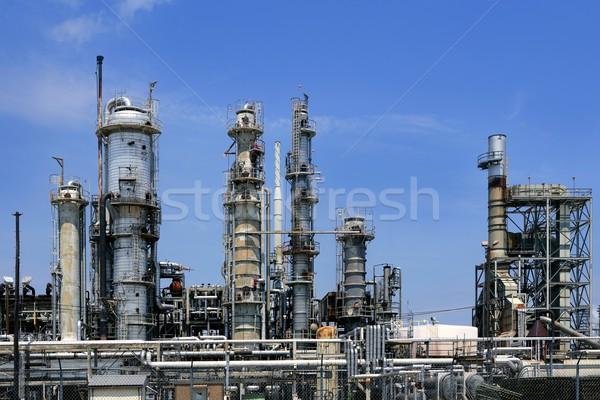 Olie-industrie installatie metaal skyline blauwe hemel uitrusting Stockfoto © lunamarina