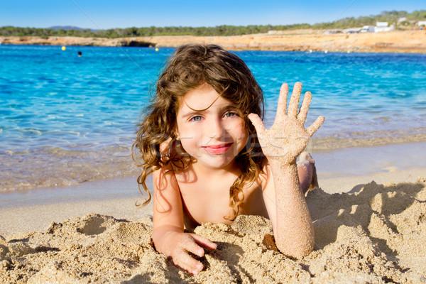 Kislány üdvözlet kézmozdulat homokos tengerpart víz nyár Stock fotó © lunamarina