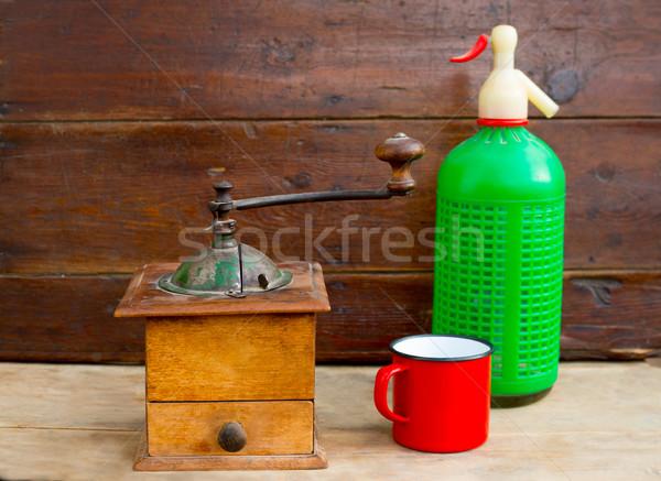レトロな 古い コーヒー グラインダー ソーダ ボトル ストックフォト © lunamarina