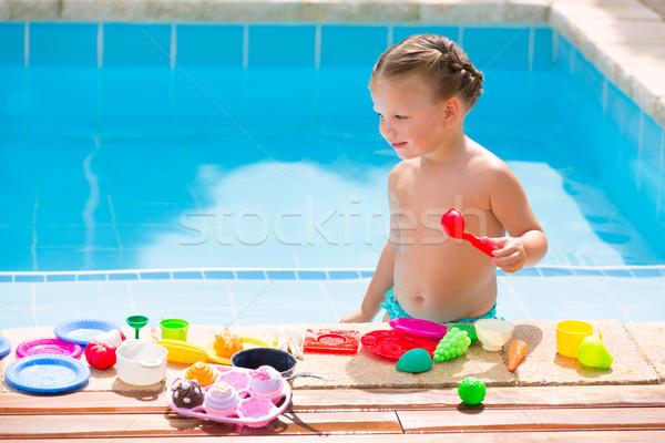 Сток-фото: Kid · девушки · играет · продовольствие · игрушками