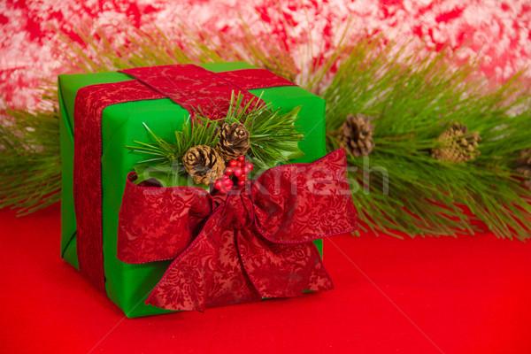 休日 ギフト 松 緑 赤 ダマスク織 ストックフォト © LynneAlbright