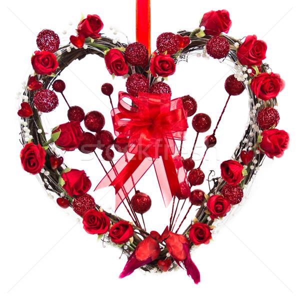 中心 花輪 小枝 装飾された 赤いバラ ストックフォト © LynneAlbright