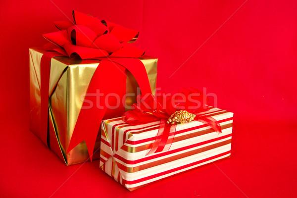 2 休日 贈り物 金 ギフト 赤 ストックフォト © LynneAlbright