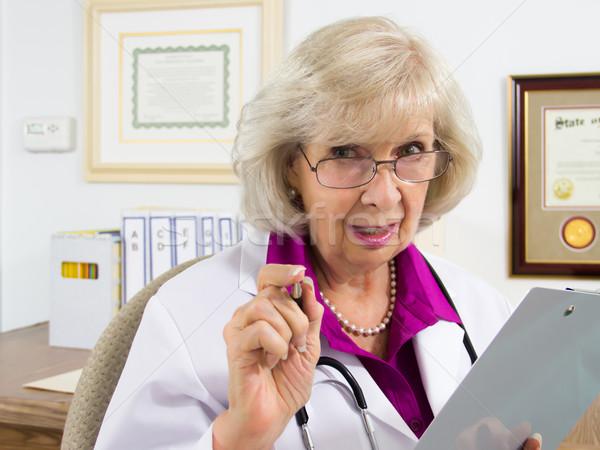 医師 アドバイス 女性 座って デスク 医療 ストックフォト © LynneAlbright
