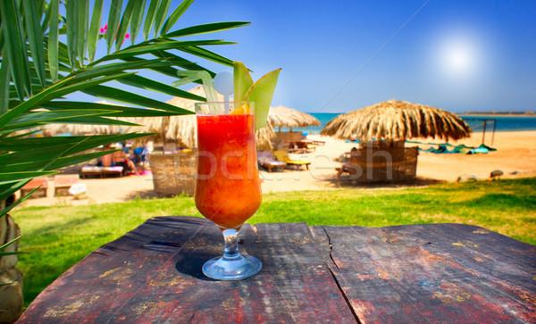 Csodálatos koktél ellenkező egzotikus tengerpart üveg Stock fotó © lypnyk2