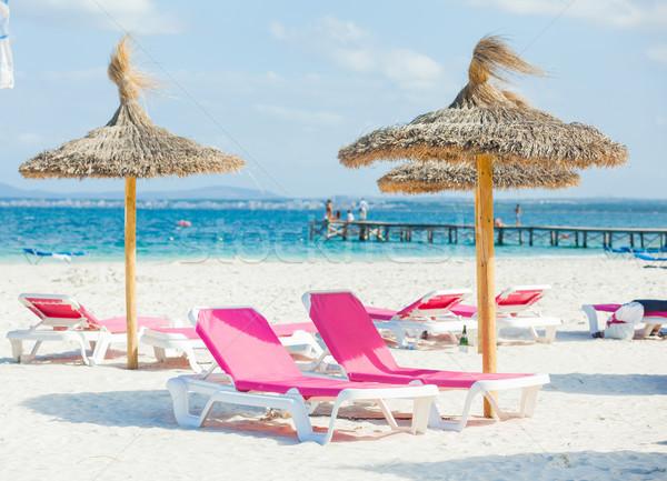Twee stoelen paraplu strand hemel Stockfoto © macsim