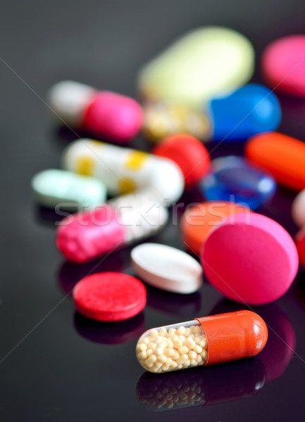 錠剤 カプセル 黒 病院 薬 ヘルプ ストックフォト © mady70