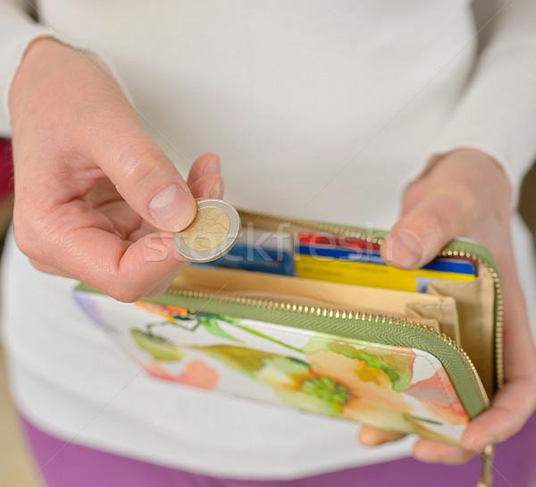 Mulher mãos moedas carteira negócio dinheiro Foto stock © mady70