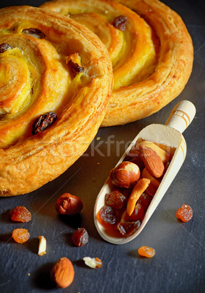 Biçim kruvasan vanilya krem kuru üzüm taze Stok fotoğraf © mady70