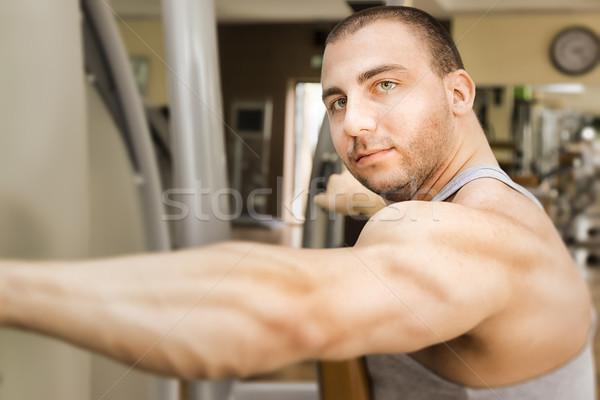 Bodybuilding man afbeelding knap jonge gespierd Stockfoto © magann