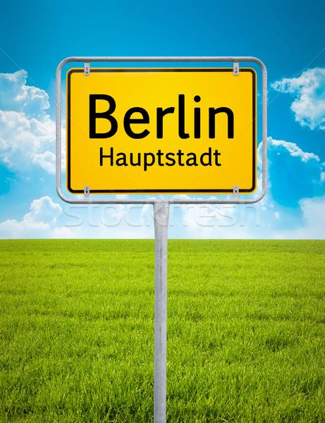 Ciudad signo Berlín imagen coche hierba Foto stock © magann