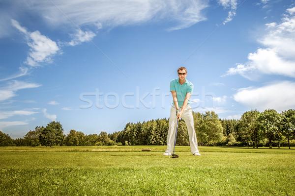 Golfozó kép fiatal férfi zöld égbolt Stock fotó © magann
