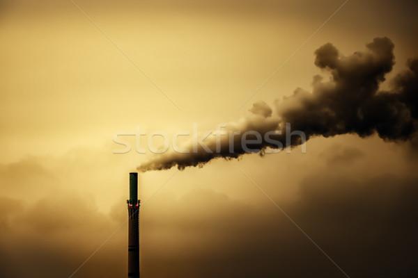 Industriële lucht verontreiniging rook schoorsteen afbeelding Stockfoto © magann