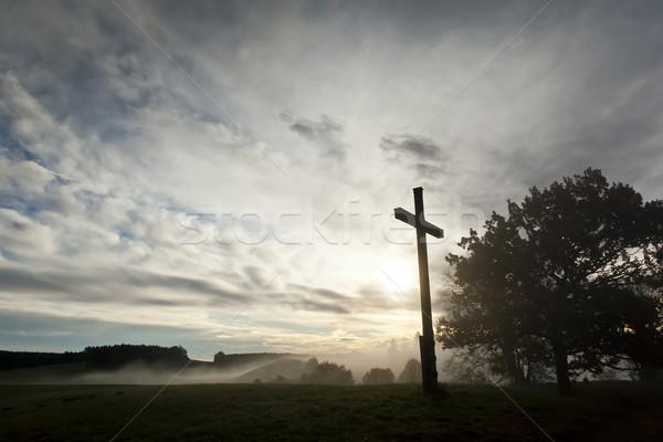 Drámai égbolt kereszt kép szeretet fa Stock fotó © magann