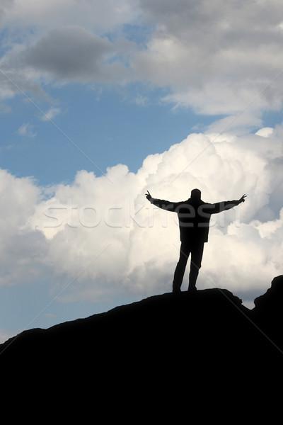 Silhouette homme ciel bleu gagnant posent Photo stock © magann