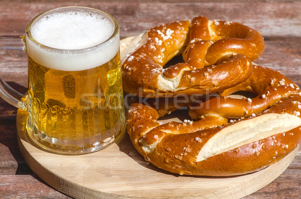 Traditionnel bretzels oktoberfest bière mug bois Photo stock © maisicon