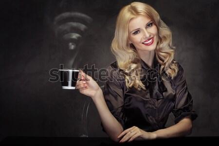 Donna bere caffè wifi Foto d'archivio © majdansky