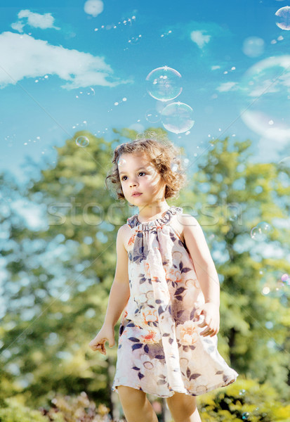 Cute petite fille jouer bulles de savon joli fille Photo stock © majdansky