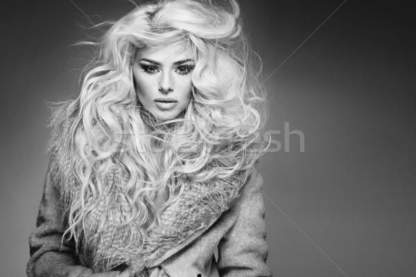 Portret modieus jonge vrouw model lippen Stockfoto © majdansky