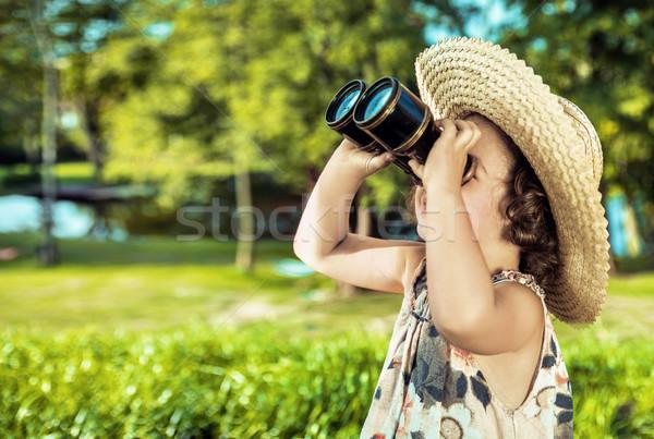 Feliz pequeno criança olhando em torno de vintage Foto stock © majdansky
