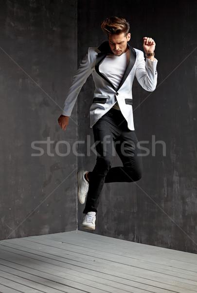 Knappe man dansen knap jonge man gelukkig Stockfoto © majdansky