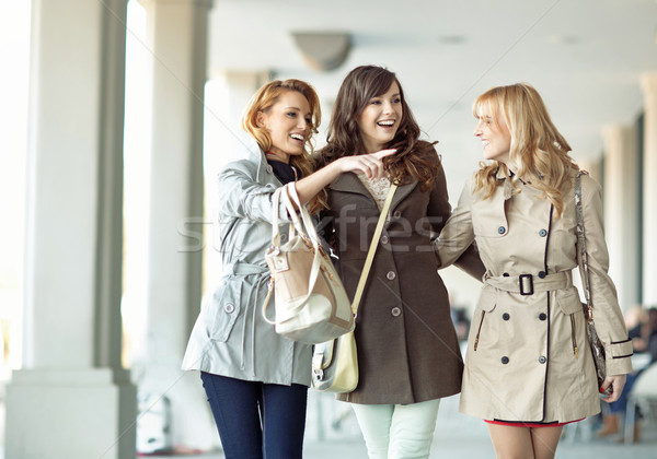 Groupe femmes rire ensemble dames printemps Photo stock © majdansky