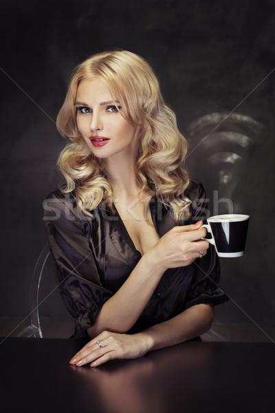 Mooie vrouw beker koffie mooie dame Stockfoto © majdansky