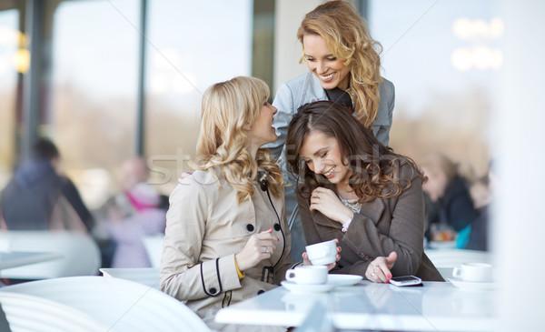 Három nyugodt nők kávészünet hölgyek tavasz Stock fotó © majdansky