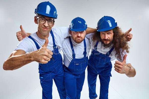 Drie grappig bouwers geïsoleerd portret jonge Stockfoto © majdansky