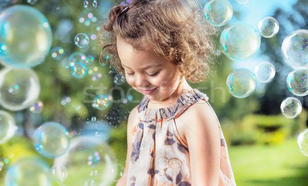Photo stock: Cute · petite · fille · bulles · de · savon · battant · fille · coucher · du · soleil