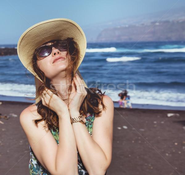 Portrait brunette femme plage tropicale jeunes Photo stock © majdansky