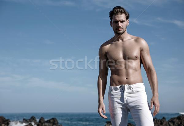 Portret knap gespierd man ruw zee Stockfoto © majdansky