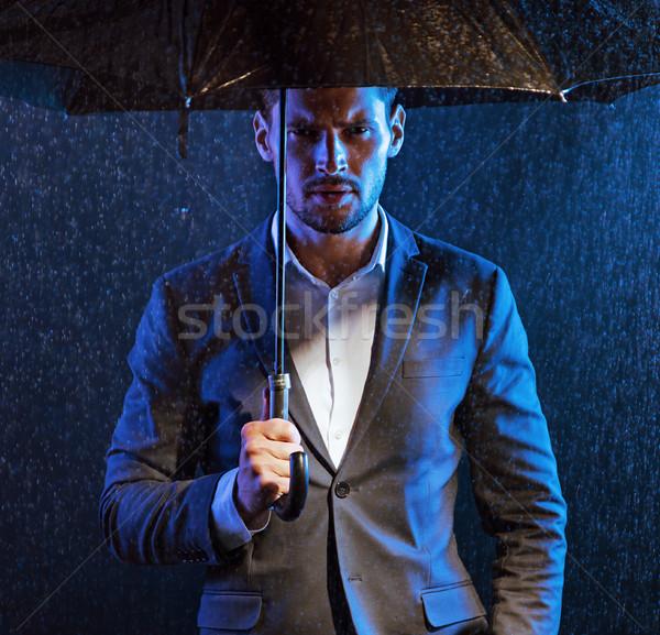 Lehangolt férfi esős időjárás fickó divat Stock fotó © majdansky
