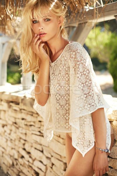 Photo sensuelle blond fille droite cheveux longs Photo stock © majdansky