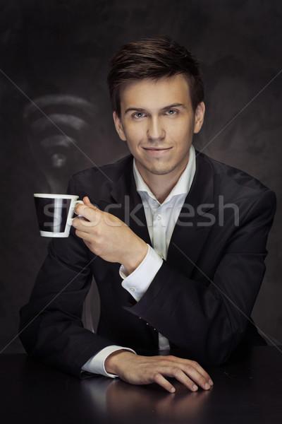Smart jonge zakenman beker koffie Stockfoto © majdansky