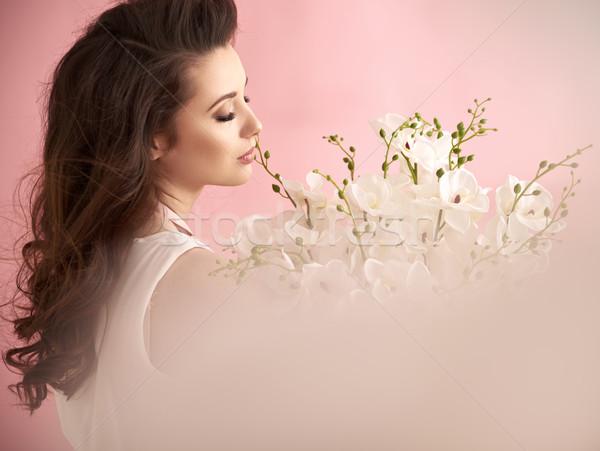 Séduisant jeune femme lumineuses fleurs jeunes Photo stock © majdansky