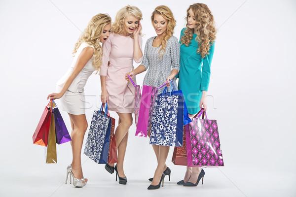 Mooie vrouwen genieten winkelen verkoop dames Stockfoto © majdansky