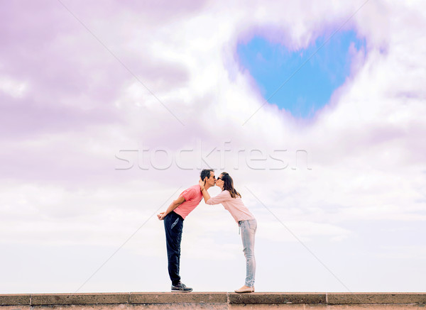 Portret romantische zoenen paar liefde symbool Stockfoto © majdansky