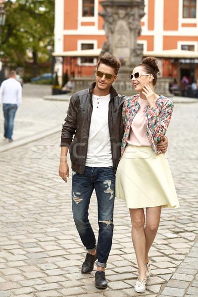 Genç mutlu çift yürüyüş gülen Stok fotoğraf © majdansky