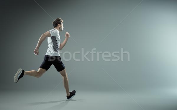 Lopen jonge mannelijke atleet geïsoleerd achtergrond Stockfoto © majdansky