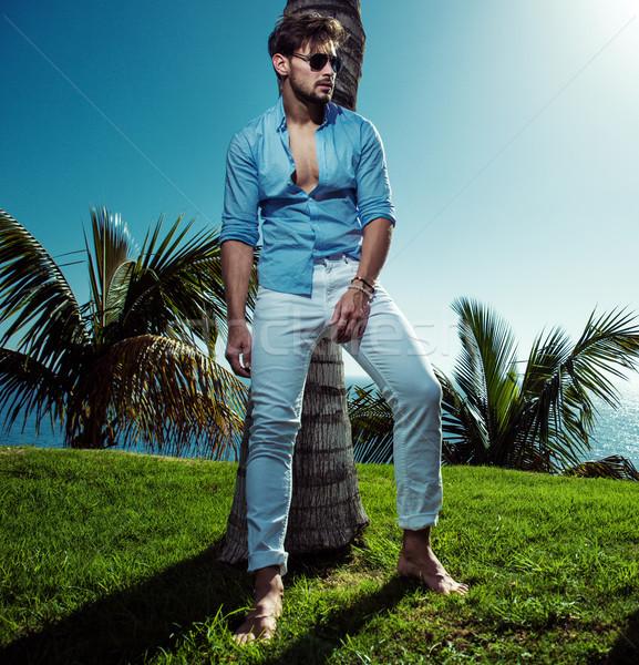 Portret knap model poseren palmboom knappe man Stockfoto © majdansky