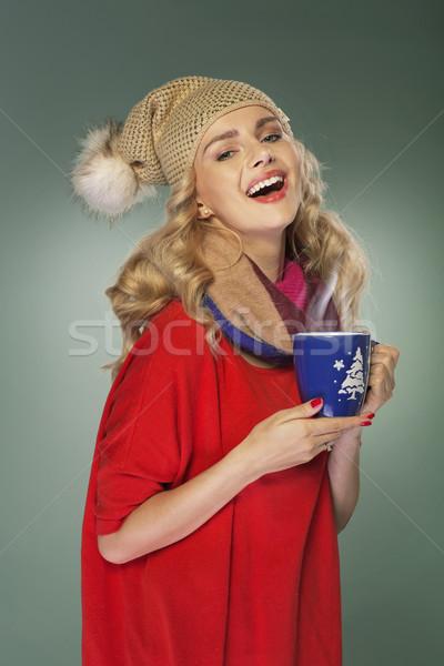 Lachend meisje beker cacao hot vrouw Stockfoto © majdansky
