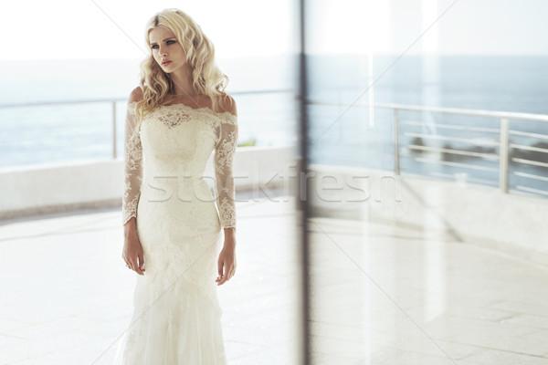 Ernstig jonge bruid hotels kamer luxe Stockfoto © majdansky