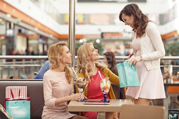 Gruppo signore shopping amici primavera sorriso Foto d'archivio © majdansky