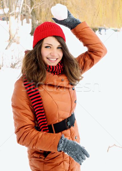 Kadın kartopu kırmızı kapak Stok fotoğraf © mallivan