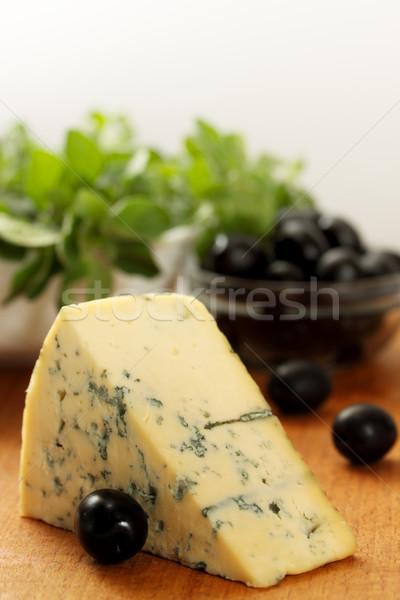 Pezzo formaggio tipo gorgonzola olive nere alimentare vino Foto d'archivio © mallivan