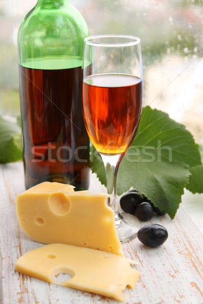 Oude wijn stilleven wijnfles wijnglas druiven Stockfoto © mallivan